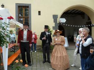 Begrüßung im Burghof