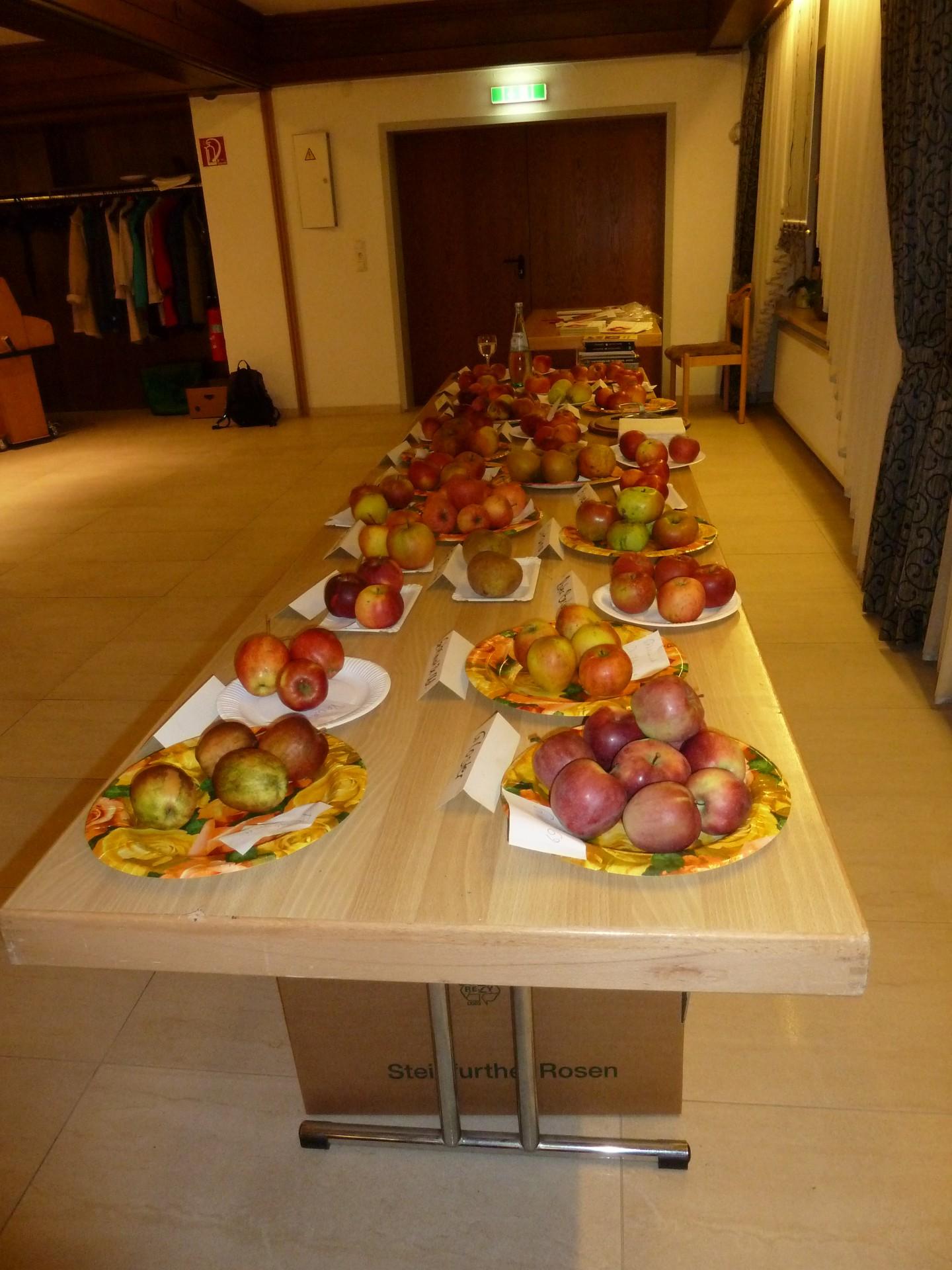 Fachvortrag mit Verkostung von 25 Apfelsorten